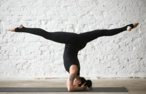 salamba sirsasana asana  'styrk dig' med kropsterapi  yoga